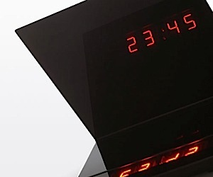 Mirror Image Clock Reflects the Time
