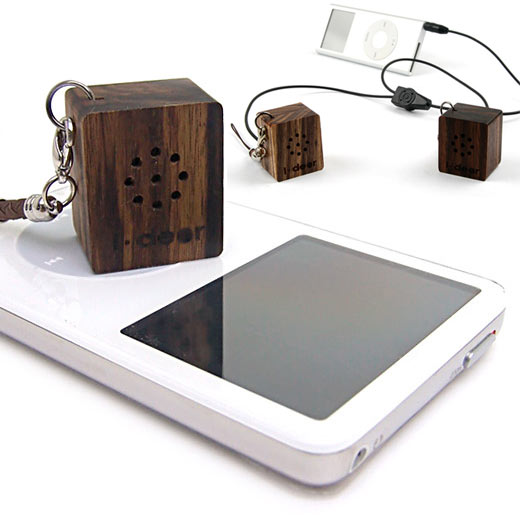 Tiny Wooden Speakers for Your Mp3 Player