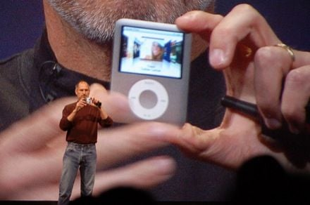 Steve Jobs Shows new iPod Nano 3G