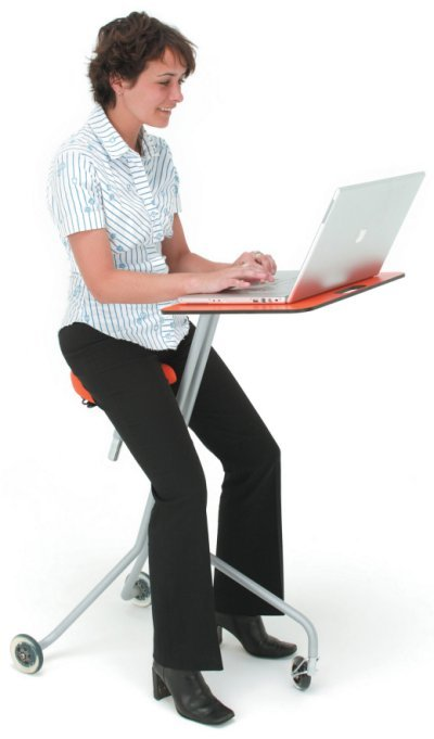 Scooterdesk Puts Your Laptop on Wheels