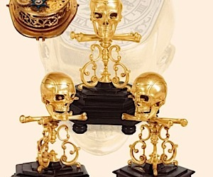 Skull and Crossbones Clock: Ooh, That's Scary!