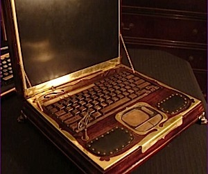 Steampunk Laptop Winds Up to Power on