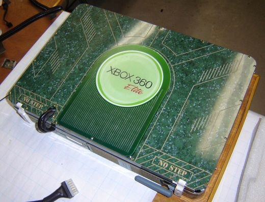 Xbox 360 Elite Laptop by Ben Heck