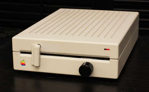 Apple Floppy Drive Reborn as an Amplifier [Casemod]