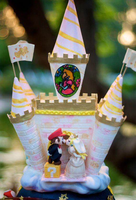 Mario and Peach on Wedding Cake