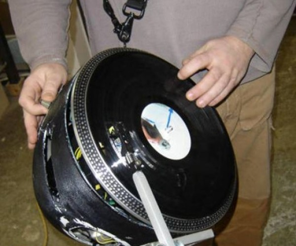 Djs Can Scratch on the Go With This Record Player Mashup