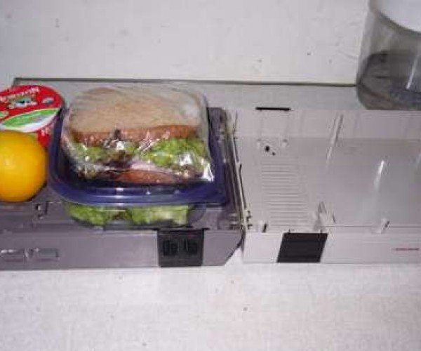 Fabulous Lunchbox Made From a Busted Nintendo Case