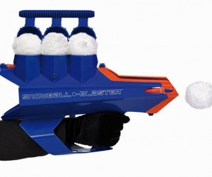Snowball Blaster Fires Fluffy Stuff Up to 80 Feet