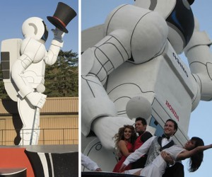 Giant Asimo at Rose Bowl Parade