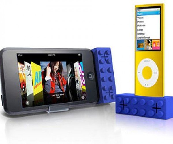 Iblock: LEGO Style iPod Speakers
