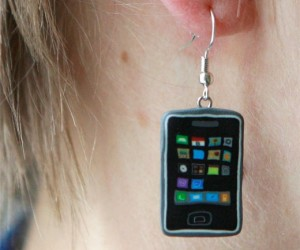 IPhone 3g and Blackberry Earrings: Real Earphones (Get It?)