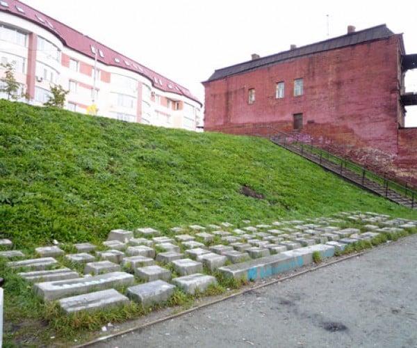 Stonehenge 2.0 : Keyboard Monument in Russia