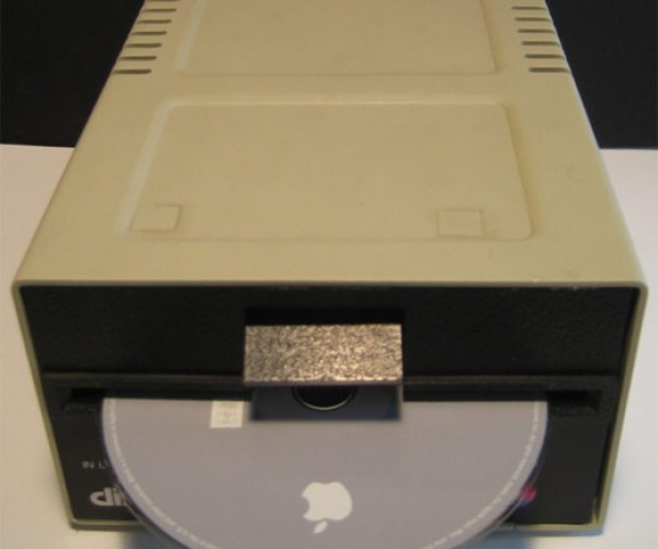 Apple ][ Disk Drive Modded Into a Mac Mini (or Vice Versa)