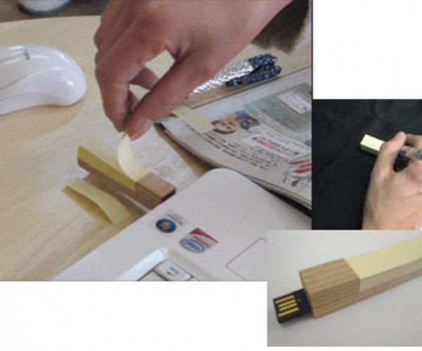 Double Duty: Flash Drive With Sticky Notes