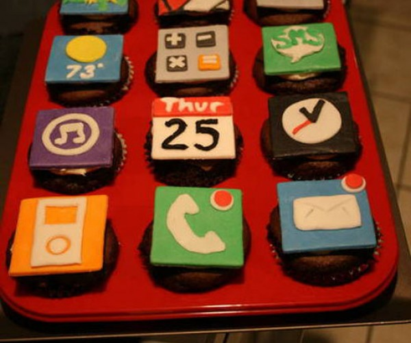 Which Tastes Better, Sms or Ical?: iPhone Cupcakes