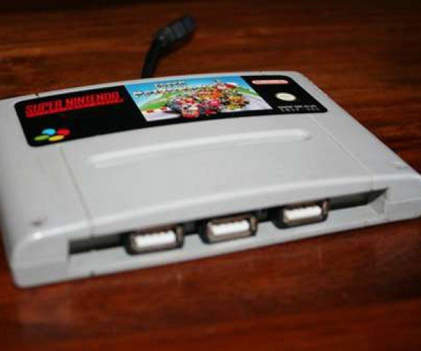 Super Nice: Gamer Stuffs USB Hub Inside SNES Cartridge