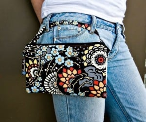 Adorable Bags Sexily Swaddle the Amazon Kindle