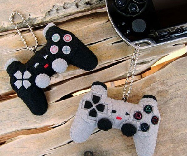 Tiny Felt Playstation Controllers to Hang on Your Gadgets