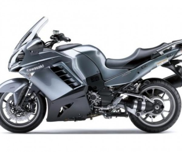 Kawasaki 1400 GTR Motorcycle to be Equipped With Nightvision, Helmet-Mounted HUD. No Weapons Though