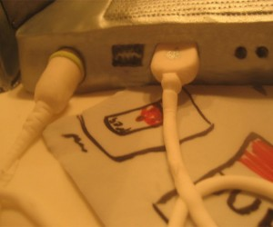 Macbook_Cake_Detail_Cables