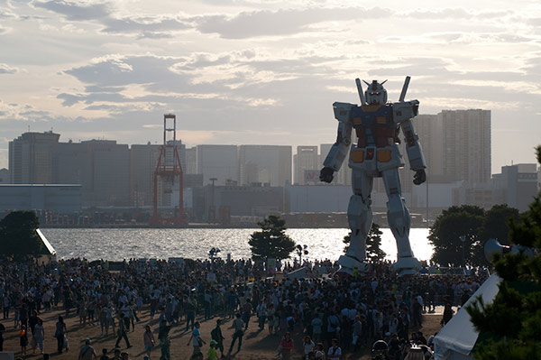 tokyo-gundam-statue-3