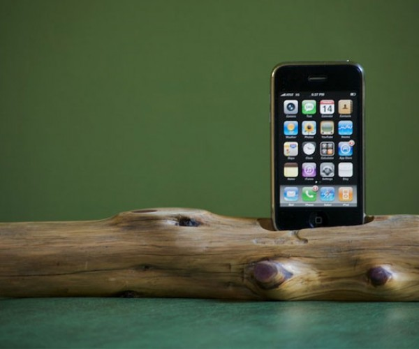 Wooden iPhone/iPod Dock Goes Au Naturale
