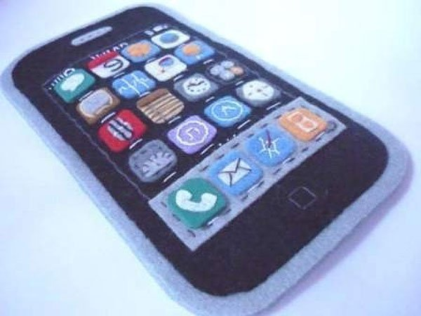 felt_iphone_case