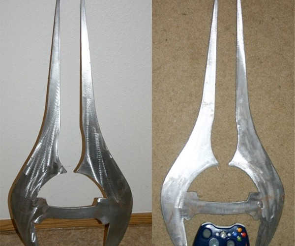 Halo Energy Sword Replica Looks Significantly Less User Friendly Than Original Glowing Model