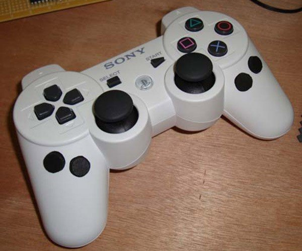 Customized Playstation 3 Controller by Ben Heck: I Don't Get It