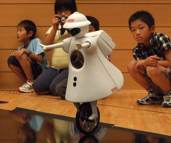 Unicycle Robot by Murata has Much Better Balance Than Me