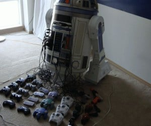 R2-D2 8 Console Hack Proves Casemods Don't have to Make Sense to be Cool