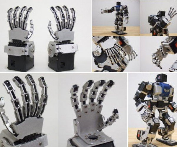 God Hand Robot Ready to Get You With His Kung-Fu Grip
