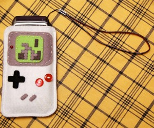 Retro-Ize That iPhone With a Game Boy Case