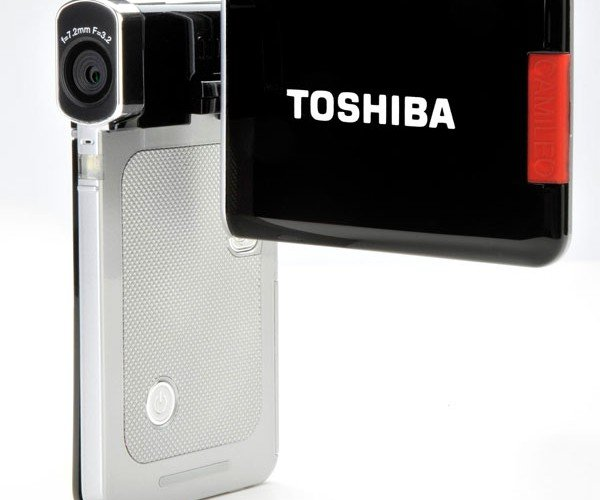 Toshiba Camileo S20: HD 1080p Camcorder Slims Down