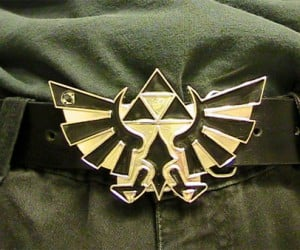 Glowing Zelda Belt Buckle Lights the Way