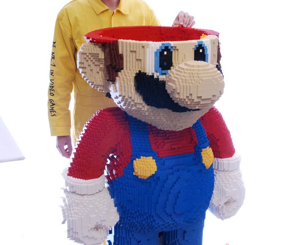 Worlds_Largest_LEGO_Mario10