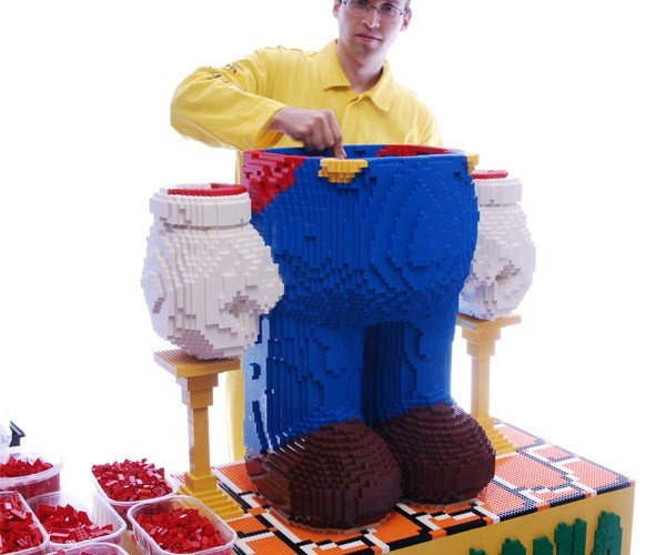 Worlds_Largest_LEGO_Mario_3