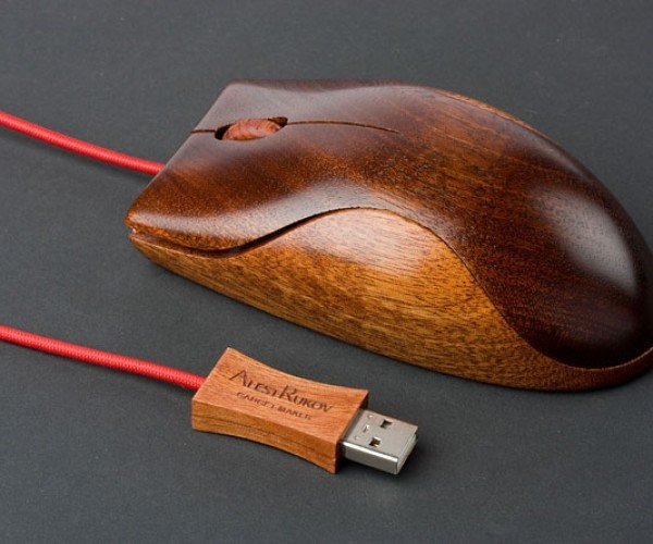 Alestrukov'S Wooden Computer Mice: the Mightiest Mouse in the Forest