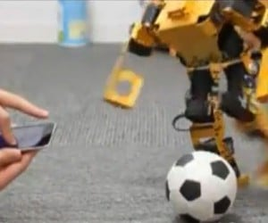 Walky Lets You Control Robots via Finger Gestures, Turns iPhone Into a Wii