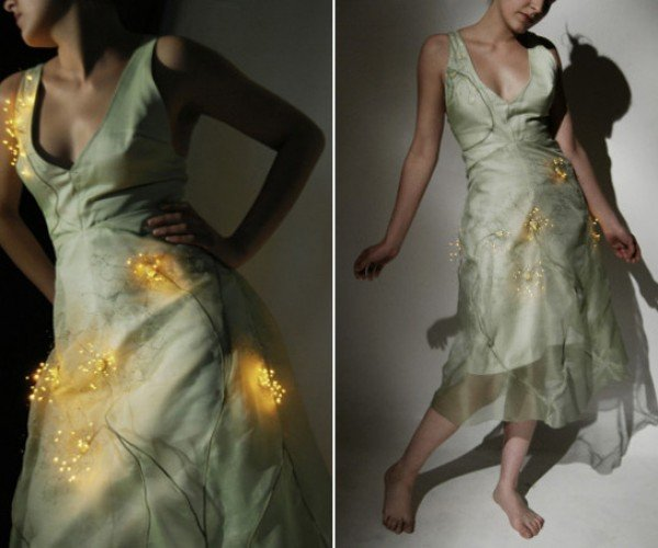 Electronic Dress Lights Up When Hit by Wind: Will It Shock You When It Rains?