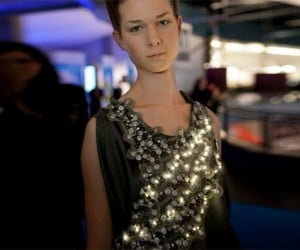 Diffus Climate Dress Reacts to Air Quality With Leds