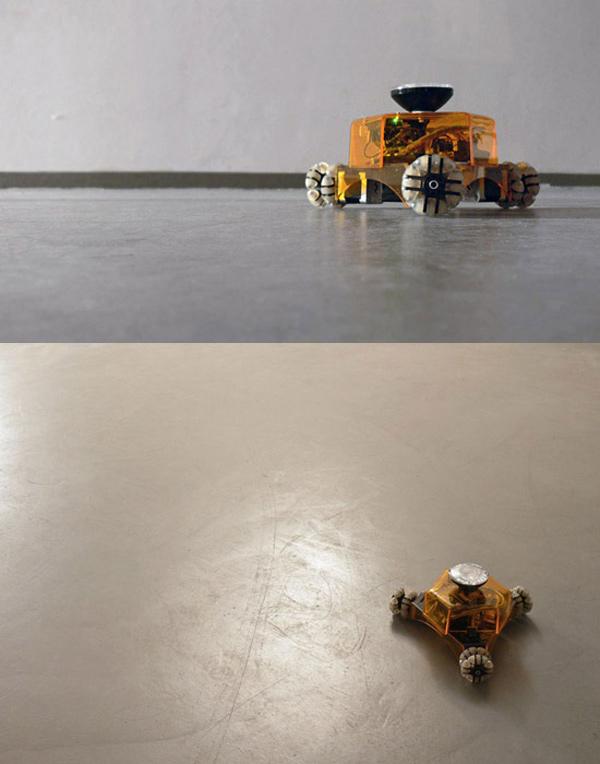 light drawing robot standing still