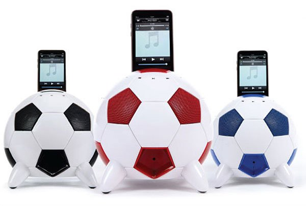 misoccer_ipod_iphone_soccer_dock_2