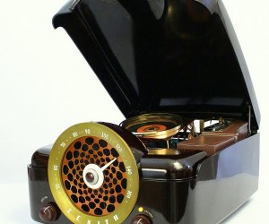 Cobra-Matic: Retro Zenith Turntable Becomes Modern Pc [Casemod]