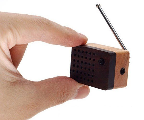 Motz Tiny Wooden Fm Radio: Don'T Lose It in the Couch Cushions!