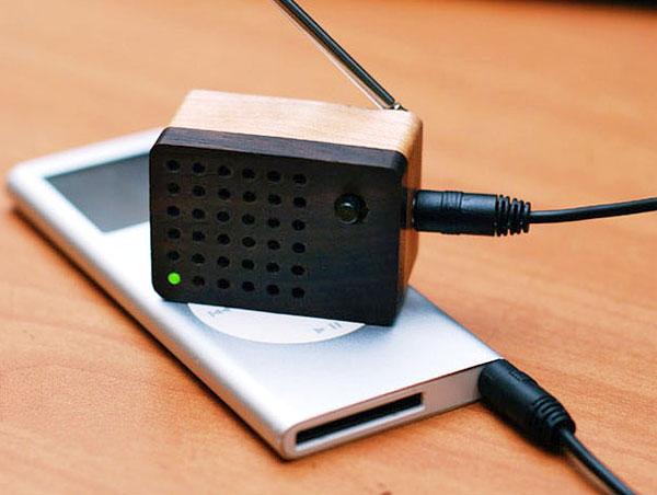 motz_wooden_small_fm_radio_speaker