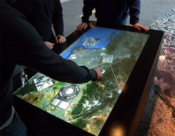 ideum_mt-50_multitouch_table