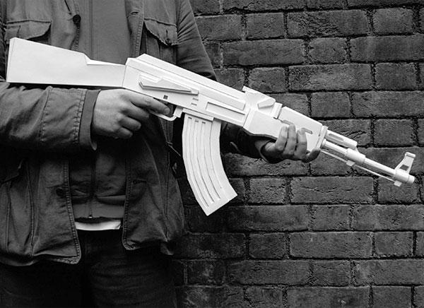 martin_postler_papercraft_ak-47_gun