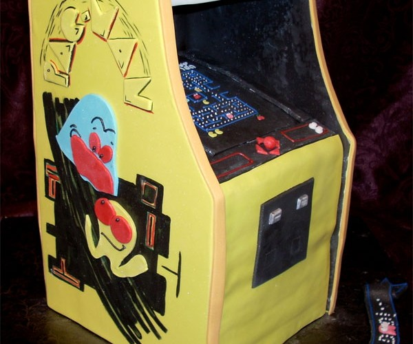Pac-Man Arcade Cabinet Cake is the Best Pac-Man Arcade Cabinet Cake Ever