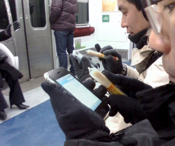 South Koreans Using Sausage as iPhone Stylus